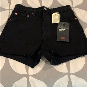 Levis Ribcage black high rise shorts
